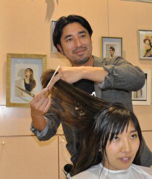 ヘアメーク担当としてパリ・コレクションに初参加する小堤聡さん
