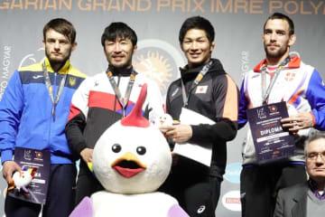 約1年ぶりに国際大会でメダルを手にした下山田培(警視庁=右から2人目)