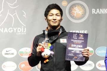 約1年ぶりに国際大会のメダルを手にした下山田培(警視庁)