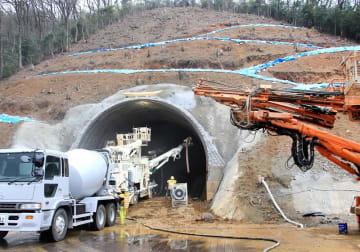 北陸新幹線の「深山トンネル」の工事現場。2月16日から工事は中断している=1月、福井県敦賀市