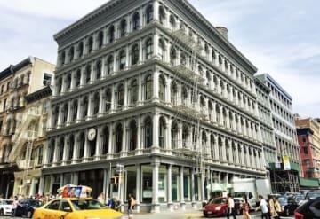 ソーホーで最も重要なキャストアイアン・ビルと謳われるホウグワートビル(1856年)。当初は大手食器店だった