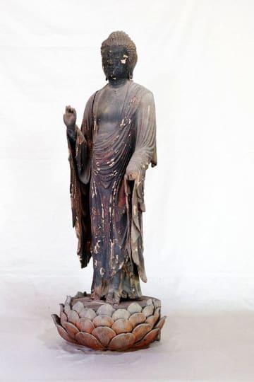 鎌倉時代の仏師快慶作の可能性が高い東善寺所有の木造阿弥陀如来立像(熊谷市提供)