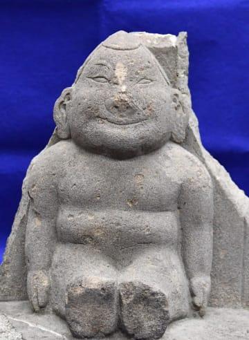 流山市の利根運河沿いに安置されてきたビリケンさんの石像