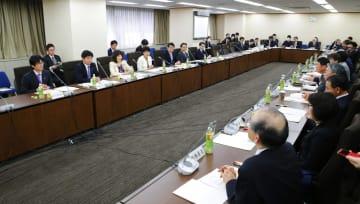政府が開いた規制改革推進会議=26日午後、東京・霞が関