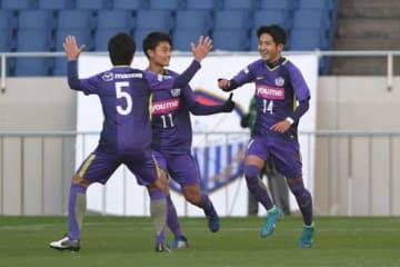 昨年、『高円宮杯 JFA U-18サッカープレミアリーグ 2018』の優勝に貢献した大堀(右)photo/Getty Images