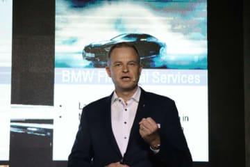 「今年も自動車産業にとって良い年になるだろう」と話す、BMWグループ(タイランド)のヴィートマン社長=26日、バンコク(NNA撮影)