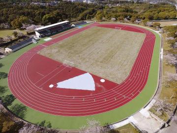 「OSAKO YUYA stadium」と命名される加世田運動公園陸上競技場=鹿児島県南さつま市(同市提供)