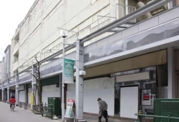 3月に解体工事が始まる大竹座ビル=26日、新潟市中央区古町通8