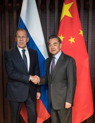 王毅氏、浙江省烏鎮でロシア外相と会見 中ロ印の協力強調