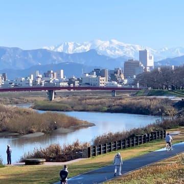 福井県福井市から眺めた白山