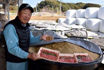 地域で育てた飼料用米を使った和牛生産に挑戦している岩切さん=宮崎市佐土原町東上那珂