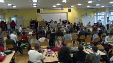 クロアチアでルービックキューブ競技会 驚異の技を競う
