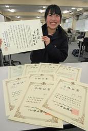 簿記や英語、珠算など9種目で1級を取得した谷田鈴菜さん=小野高校