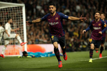 得点を喜ぶバルセロナのスアレス=27日、マドリード(ゲッティ=共同)