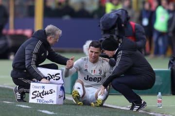ボローニャ戦で足首を負傷したロナウド photo/Getty Images