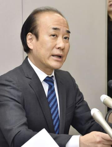 記者会見するパルコの山木知行常務執行役=28日午後、熊本市役所