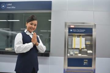 1駅当たり15~20人の駅員を配置する。写真はブンダラン・ホテルインドネシア(HI)駅=2月28日、ジャカルタ(NNA撮影)