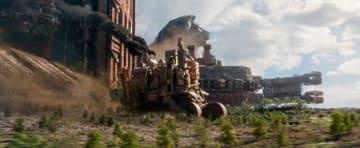 都市が動き回る! - 映画『移動都市/モータル・エンジン』より - (C)Universal Pictures