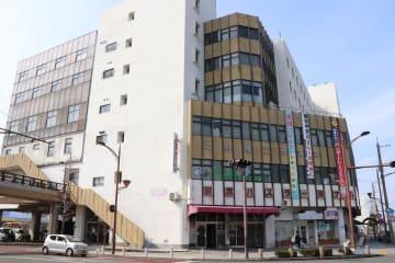 老朽化が著しい大村バスターミナルビル=大村市東三城町