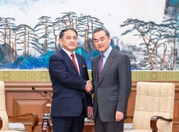 王毅氏、朝鮮外務次官と会見 朝米首脳会談にも言及
