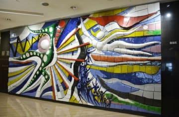JR岡山駅から山陽放送の新社屋に移設される故岡本氏の陶板レリーフ「躍進」