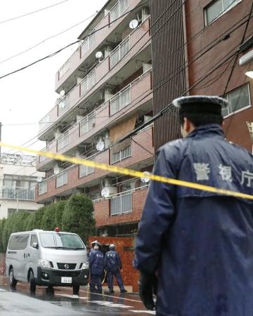 高齢女性が手足を縛られ死亡しているのが見つかった現場のマンション=2月28日、東京都江東区