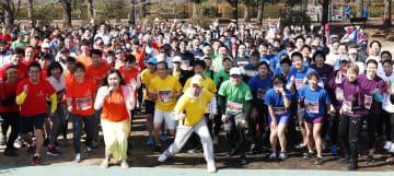 「東京レインボーマラソン2019」に参加した大勢のランナー=2日午前、東京都立川市