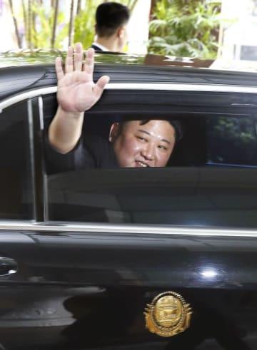 ハノイのホテルを出発する北朝鮮の金正恩朝鮮労働党委員長=2日(VNA=共同)
