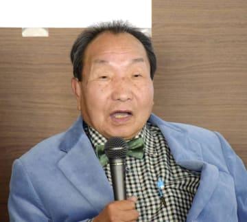 「冤罪犠牲者の会」の設立式であいさつする袴田巌さん=2日午後、東京都千代田区