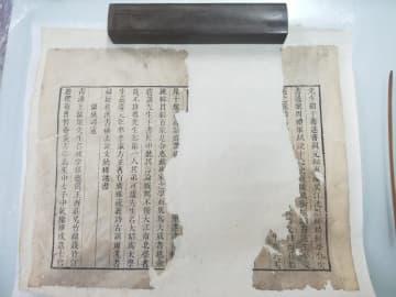 修復室で働く若き「古文書の医師」たち 安徽省合肥市