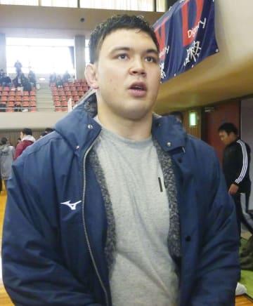 試合後、取材に応じるウルフ・アロン=3日、栃木県体育館