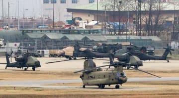 ソウル近郊の在韓米軍基地に駐機するヘリコプター(聯合=共同)=2018年4月1日