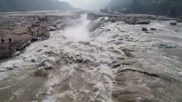 氷が溶けた黄河壷口瀑布、壮大な流れ再び