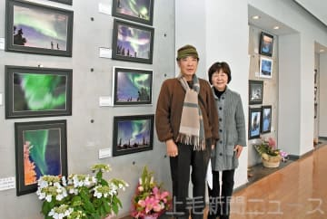 「体が動く限り撮り続けたい」と話す北渡瀬さん(左)と妻の君代さん