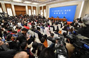 中国全人代の開幕を前に開かれた記者会見=4日、北京の人民大会堂(共同)