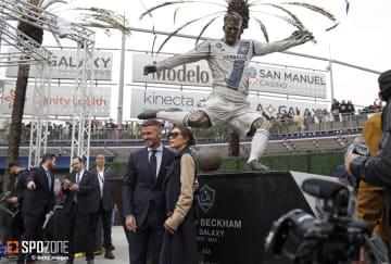 ロサンゼルスにベッカムの銅像が建立