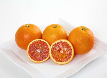 ネットショップ「技わざ」で取り扱う愛媛のブラッドオレンジ(47CLUB提供)