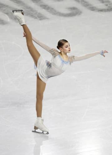 18年12月のジュニアGPファイナルのショートプログラムで演技するアリョーナ・コストルナヤ=バンクーバー(共同)