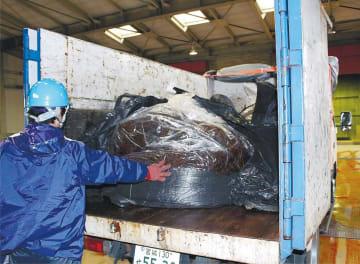 宮城東部衛生処理組合のごみ焼却施設に運び込まれた油付着ノリ