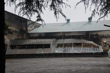 全焼した倉庫=4日午後、八千代市大和田新田
