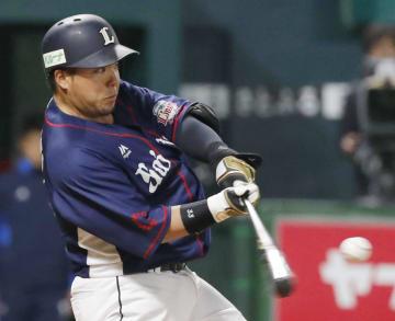 6回、左越えに満塁本塁打を放つ西武・山川=ヤフオクドーム