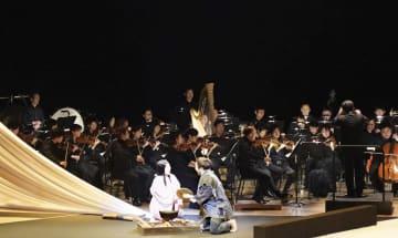 5日、ロシア・ウラジオストクで開かれたオペラ「夕鶴」(共同)