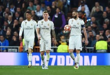 大量失点に肩を落とすレアルの選手たち photo/Getty Images