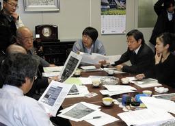 尼崎JR脱線事故の被害者支援が話し合われたTASKの会合の様子=2009年3月、大阪市内