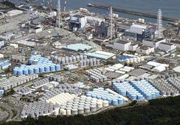 福島第1原発の敷地内に立ち並ぶ汚染水タンク