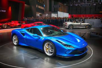 フェラーリ 新型 V8 SPORT 外装