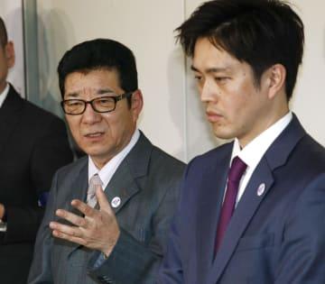 都構想の制度案を作る大阪府、大阪市の法定協議会後、記者団の取材に応じる松井一郎知事(左)と吉村洋文市長=7日午後、大阪市役所