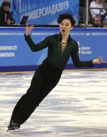 フィギュアスケート男子フリーで演技する友野一希=クラスノヤルスク(共同)