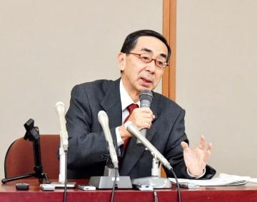 福井県知事選の新マニフェストを発表する西川一誠氏=3月7日、福井県庁