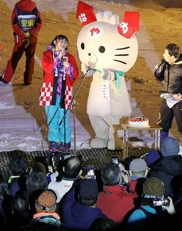 胎内スキーカーニバルで行われたNGT48の長谷川玲奈さんのトークショー=胎内市